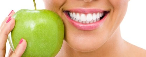 woman-smiling-with-apple-600x235